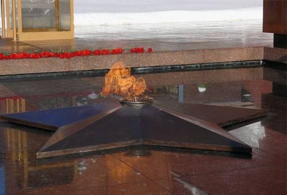 Злоумышленник совершил акты вандализма на Поклонной горе в Москве