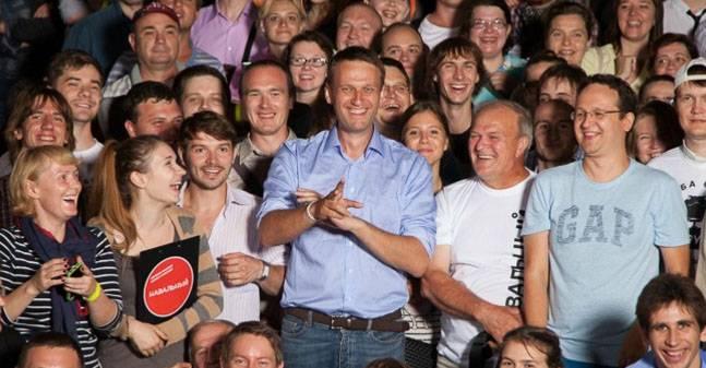 """Как выстроить логическую цепочку: """"Навальный, коррупция, мочить в сортире"""""""