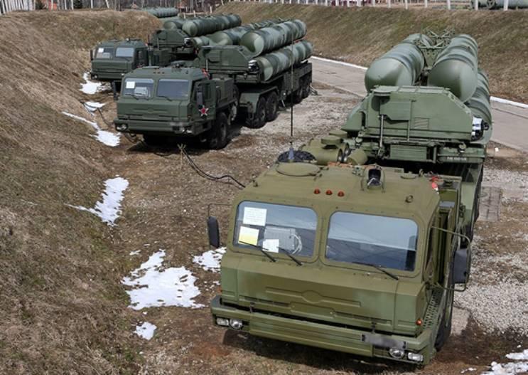 Расчеты ЗРС С-300 и С-400 выполнили в Астраханской области боевые стрельбы