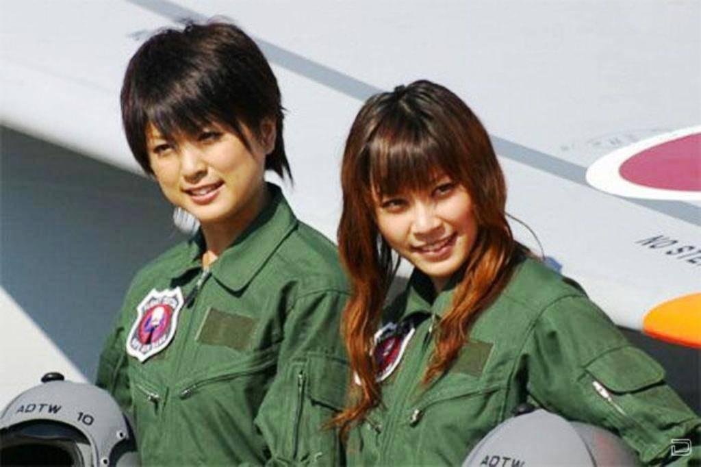 ВЯпонии удвоят численность женщин ввооруженных силах