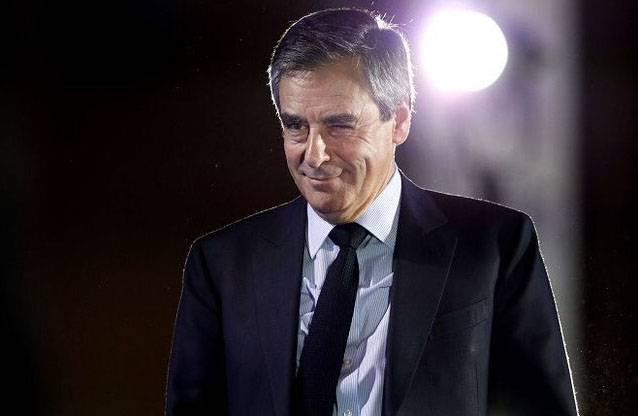 Опрос: ЛеПен проиграет всем своим конкурентам вовтором туре выборов