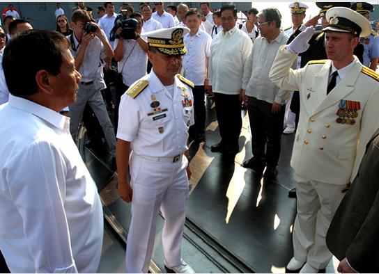 """Президент Филиппин Родриго Дутерте посетил гвардейский ракетный крейсер """"Варяг"""""""