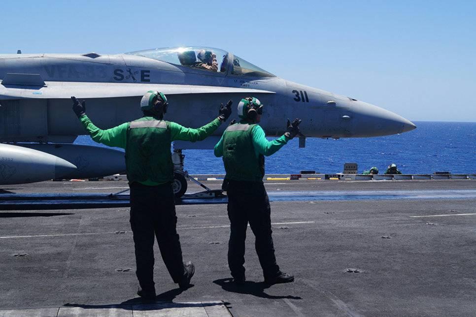 Самолет савианосца ВМС США «Карл Винсон» рухнул вморе