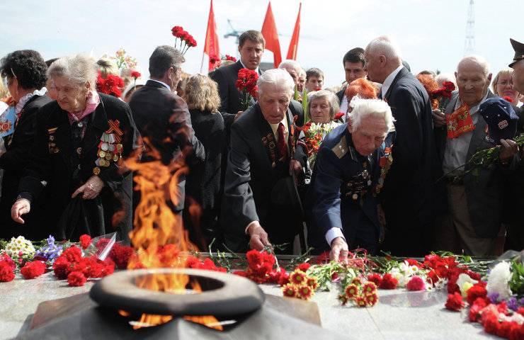 Путин и Назарбаев призвали бережно хранить память о минувшей войне