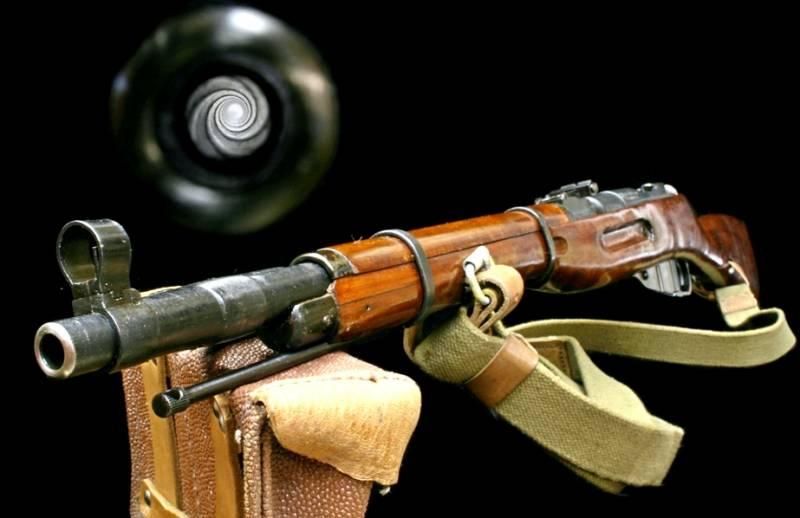 """""""Каждому по такой!"""": Американец восхитился легендарной винтовкой Мосина"""