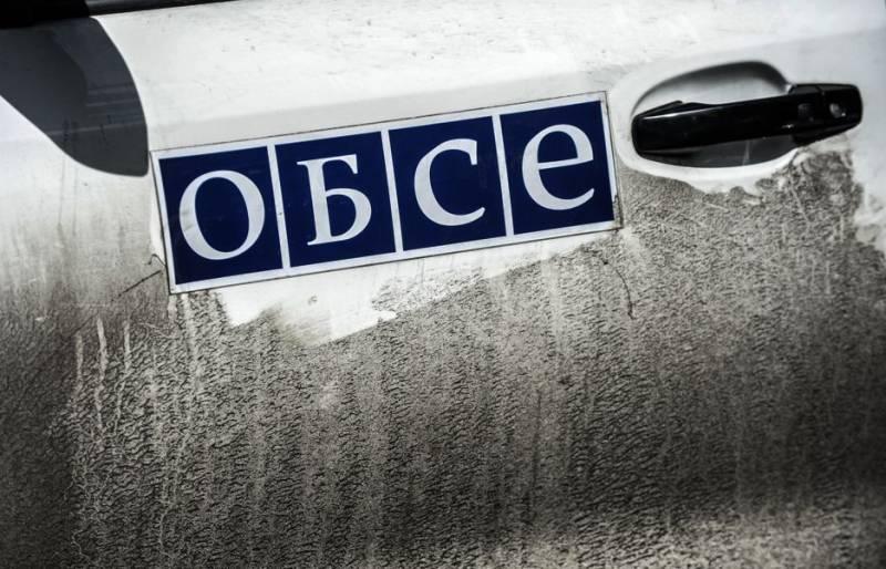 ЛНР: украинские силовики обстреливают место подрыва машины ОБСЕ