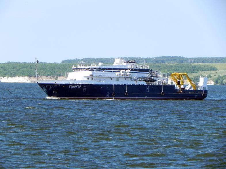 """Опытовое судно """"Селигер"""",  располагающее возможностями работы на глубине, вошло в район гибели """"Лимана"""""""