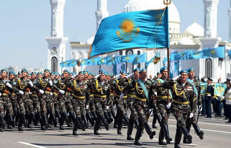 Назарбаев: Казахстанская армия должна держать руку напульсе времени