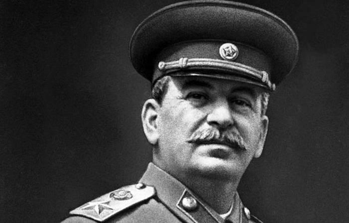 Опрос: половина россиян положительно оценили деятельность Сталина во время войны