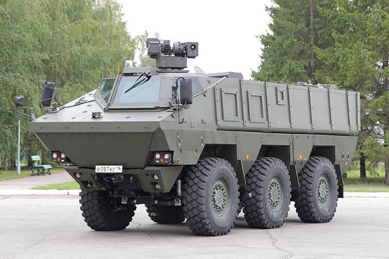 Visão geral de equipamento militar para a Parada da vitória em Moscovo
