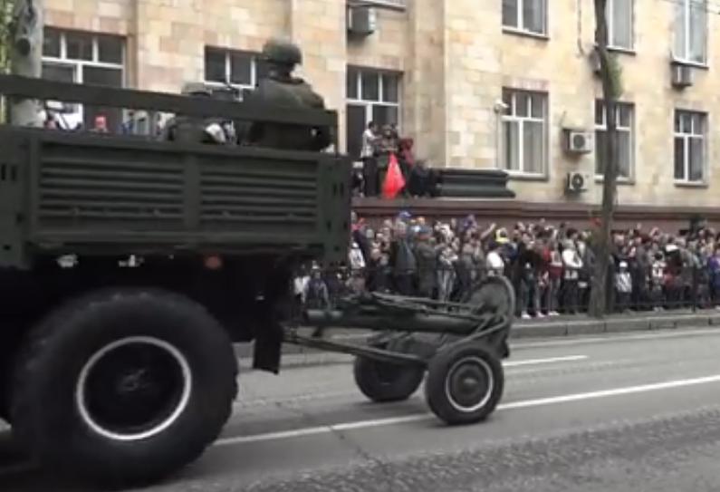 Обзор военной техники на Параде Победы в Донецке