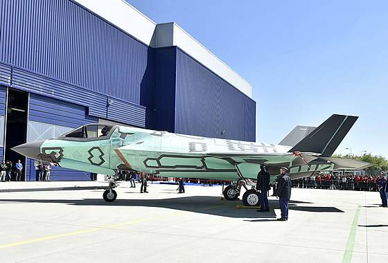 The first F-35B Lightning 2 fighter was rolled out in Italy