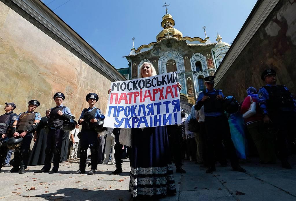 ВУкраинском государстве хотят запретить церкви, сотрудничающие сРФ