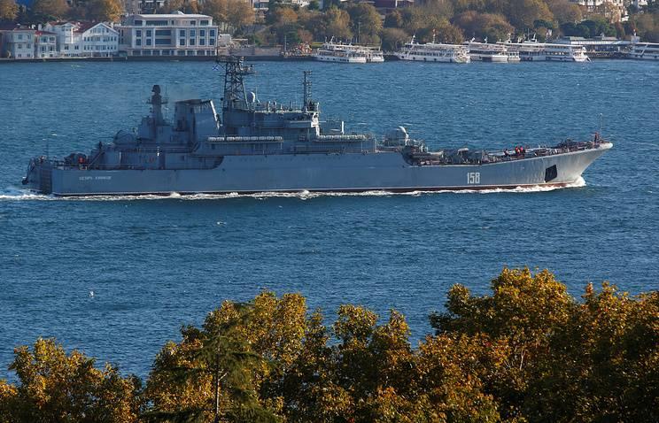 Российские корабли проходят Босфор под усиленной охраной из-за возможной атаки ИГ
