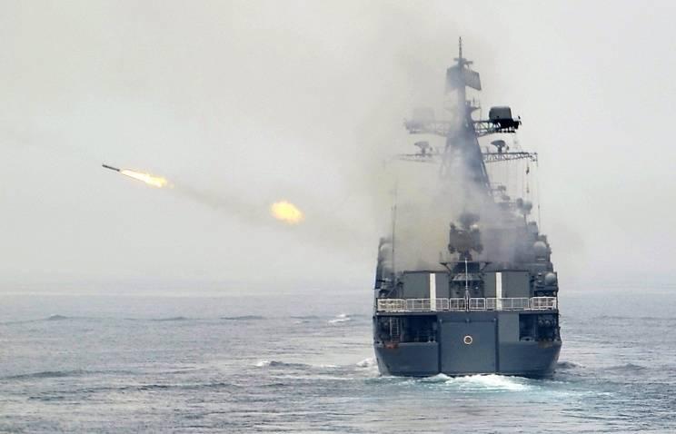 La Marina russa ha avvertito le compagnie aeree di condurre gli spari al largo della costa orientale della Libia