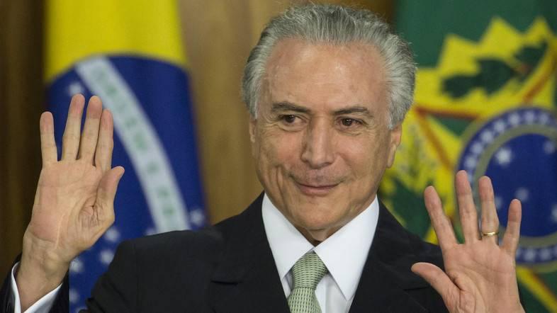 Президента Бразилии обвиняют впопытке подкупа инициатора импичмента Роуссефф