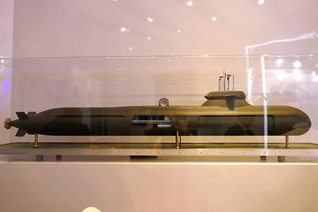 스웨덴 회사 인 사브 (Saab)는 토마 호크 (Tomahawk) 미사일로 무장 한 잠수함을 발표했다.