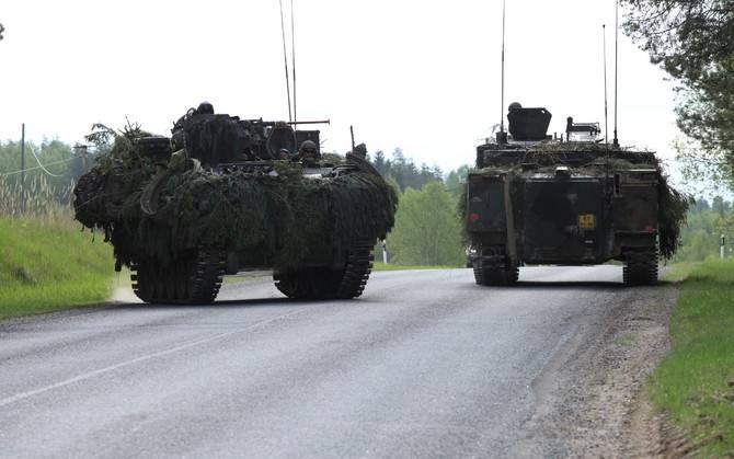 После первой и второй - перерывчик небольшой: третье ДТП на учениях НАТО в Эстонии