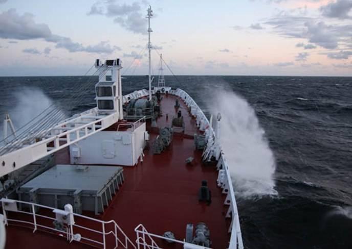 «Надежду» защитит от пиратов судно ВМФ «Адмирал Владимирский»
