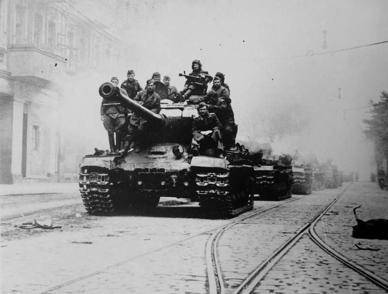 Тяжелый танк ИС-2 – победитель «Пантер» и «Тигров»