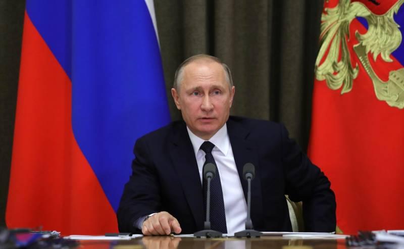 Путин не злодей, он пианист