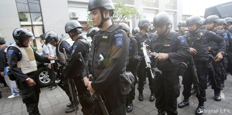 """자카르타에서 두 번 공격 : """"Jemaa Ansuharut Daulya""""가 계속 경찰을 죽임."""