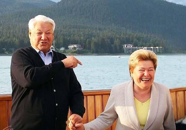 «Муж и жена – одна сатана». Образом Ельцина бьют по России