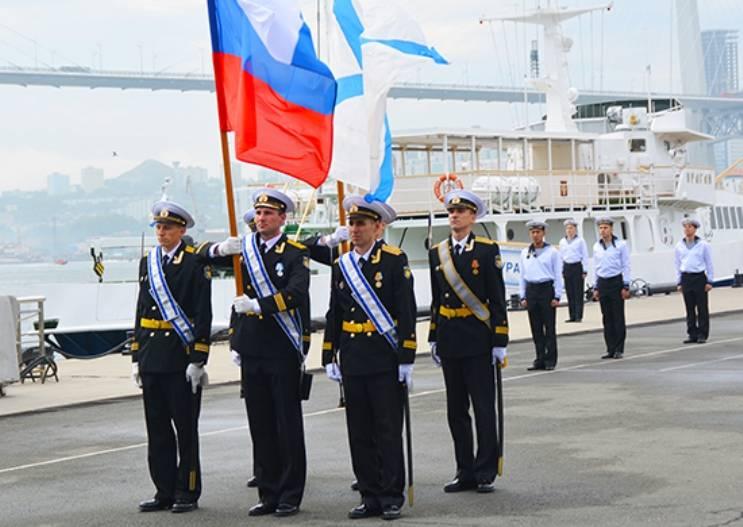 Во Владивосток вернулся ракетный крейсер «Варяг»