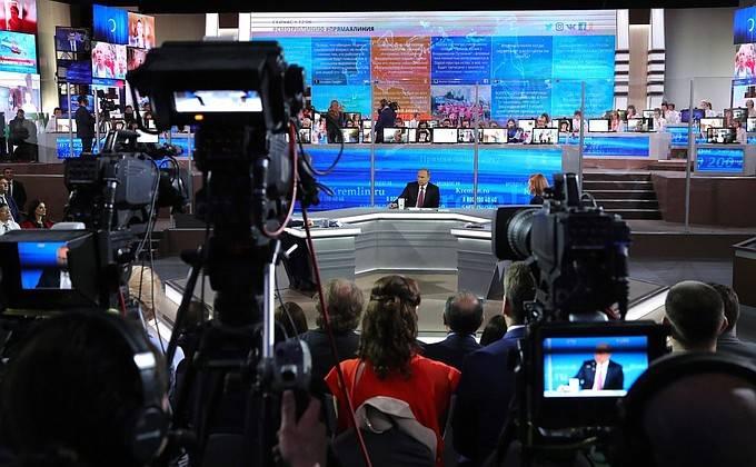 Президент РФ: Мы и Джеймсу Коми можем предоставить политическое убежище