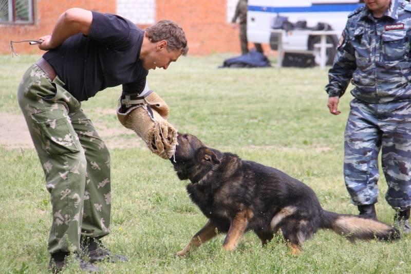6月21がロシア内務省の犬のユニットの日を祝う