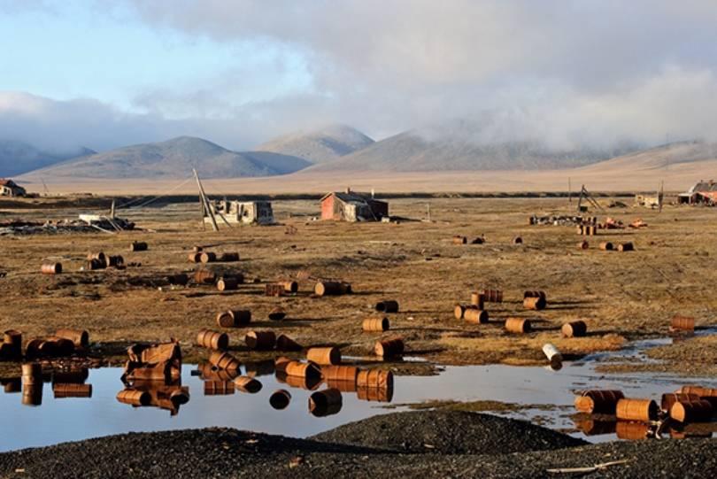 Экологический взвод ВВО начал чистку острова Врангеля отметаллолома