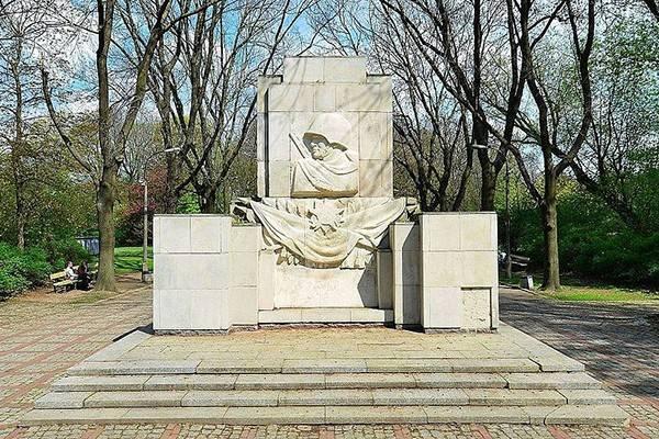 Польский сейм проголосовал заснос монументов  советской армии