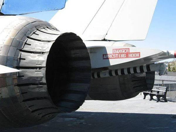 На аэродроме в Калифорнии взорвался F/A-18