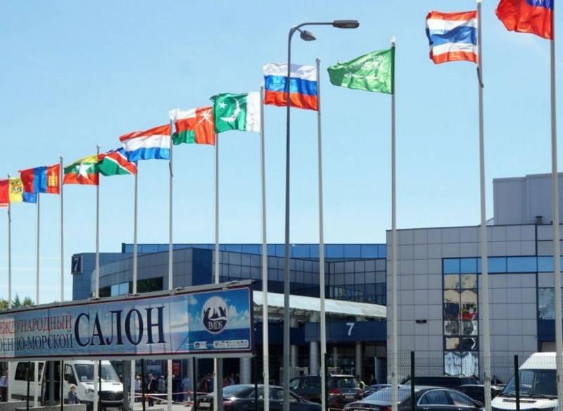 Около 50 иностранных компаний примут участие в военно-морском салоне в Петербурге