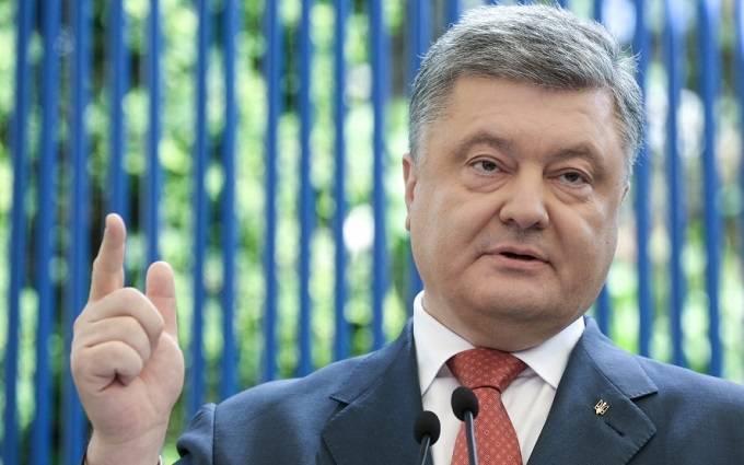 Порошенко поручил изменить в Конституции Украины статус Крыма