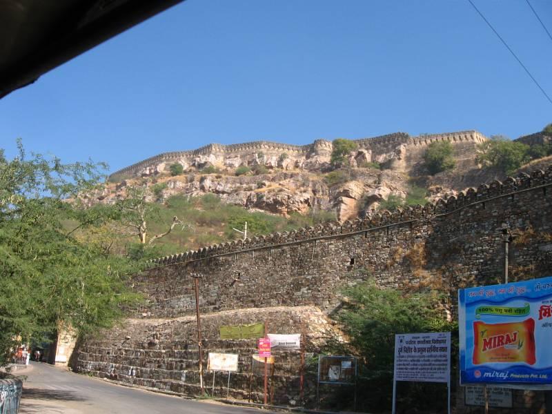 Читторгарх: крепость раджпутов, водоемов и храмов