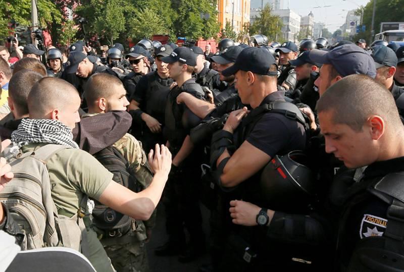 Радикалы заблокировали в Киеве маршрут «марша равенства»