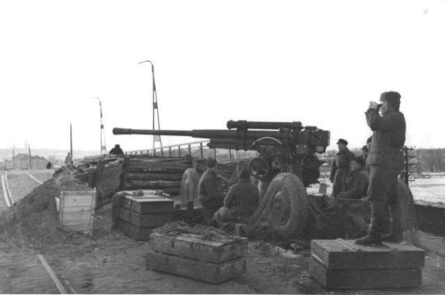 Рассказы об оружии. 85-мм зенитная пушка
