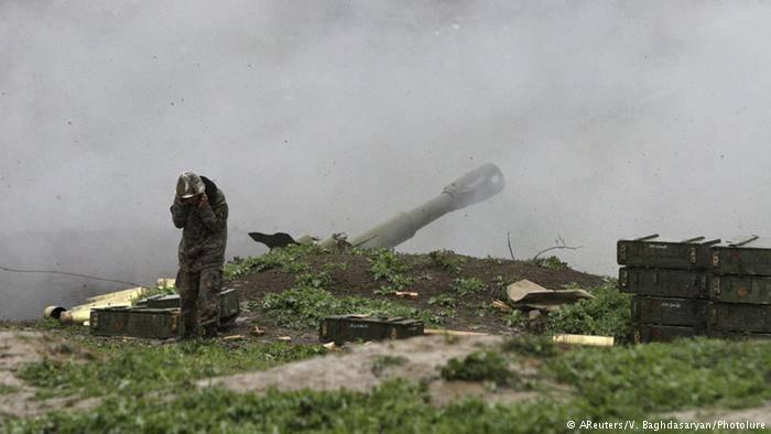 Минобороны Азербайджана заявило о нанесении упреждающих ударов по армянской армии в Карабахе