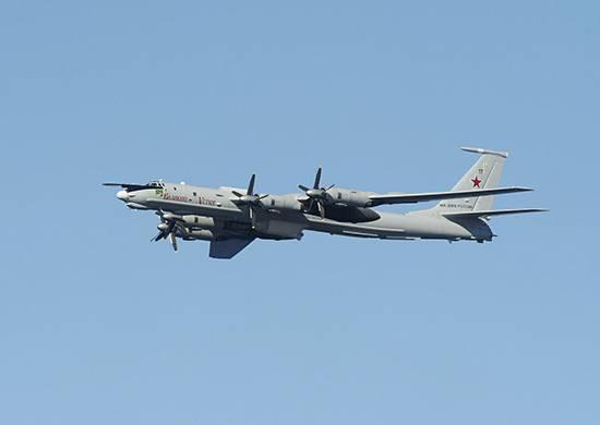 Экипажи противолодочных самолётов Ту-142 отработали дозаправку в воздухе