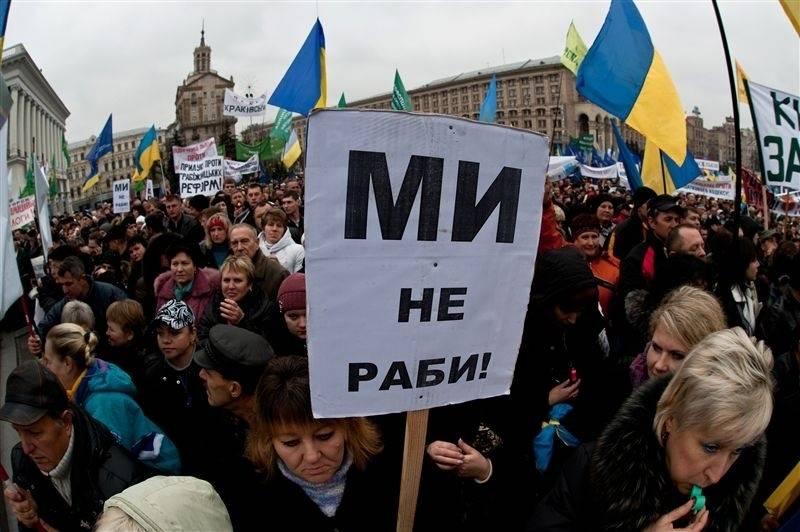 ВЦИОМ: Более 70% россиян следят за событиями на Украине