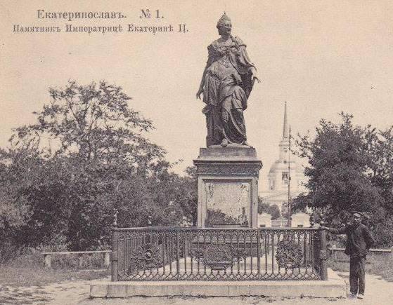 """Украинские """"историки"""" заявили, что Днепр (Днепропетровск) основан за два века до Екатерины II"""