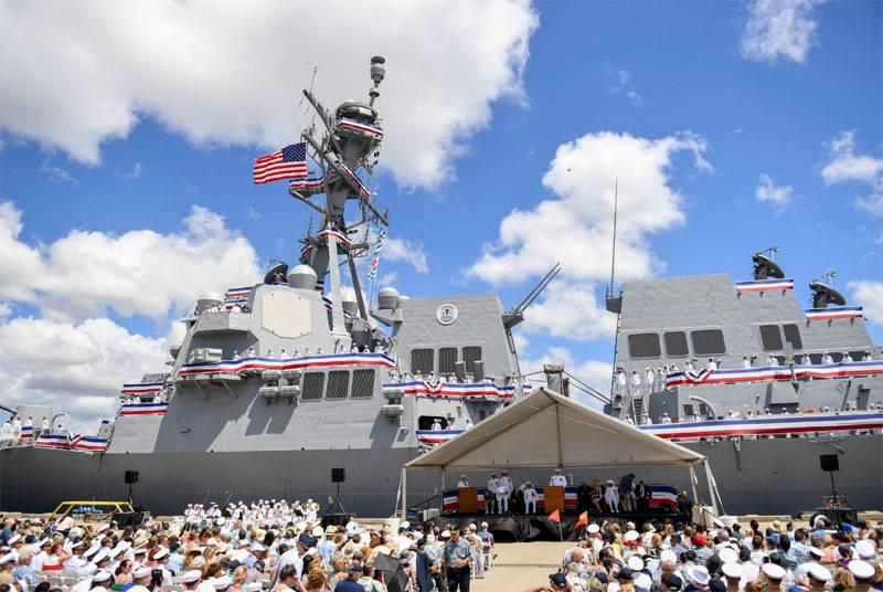 ВСША спустили наводу ракетный эсминец «Джон Финн»