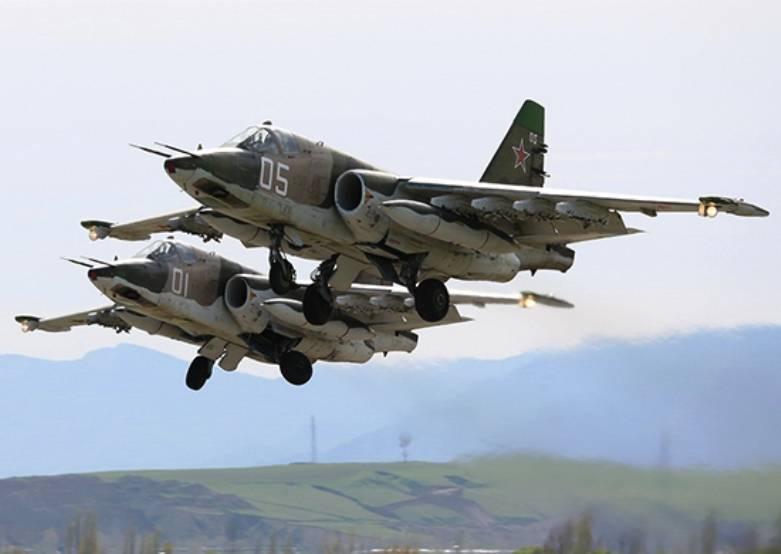 Пилоты Су-25СМ отрабатывают на Кубани сложные элементы пилотажа