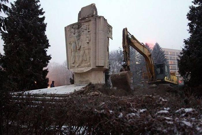 Россия и Израиль призовут Европу осудить снос советских памятников в Польше