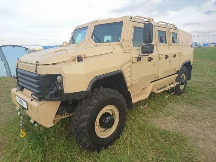 На автомобильном салоне МАКС-2017 представили 9-тонный бронемобиль «Буран»