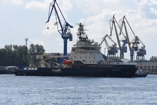 """Ледокол """"Илья Муромец"""" вышел в море"""