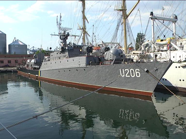 Выведенный изКрыма украинский корабль неможет выйти вморе