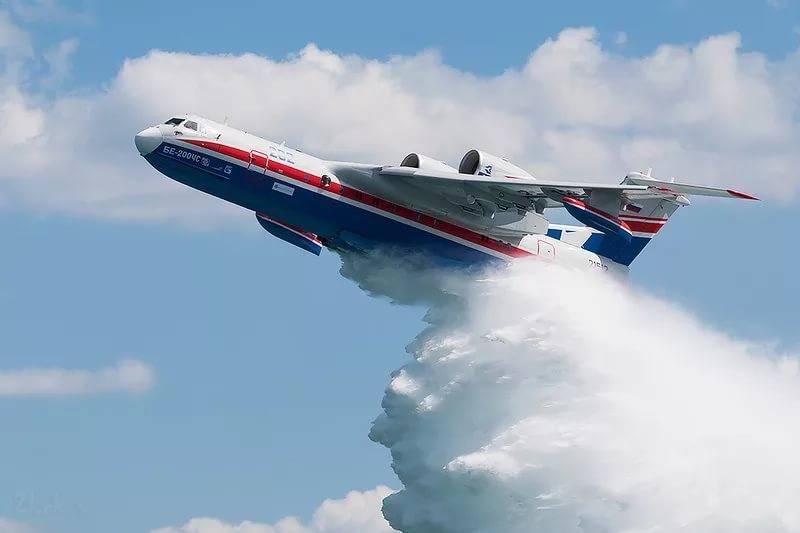 Красноярские cотрудники экстренных служб получили новый самолет-амфибию Бе-200ЧС