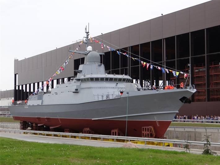 """सेंट पीटर्सबर्ग में, प्रमुख छोटे मिसाइल जहाज (आरटीओ) """"तूफान"""" का शुभारंभ किया"""